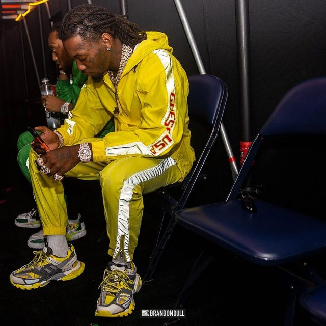 Offset-survetement-jaune-guess-sean-wotherspoon