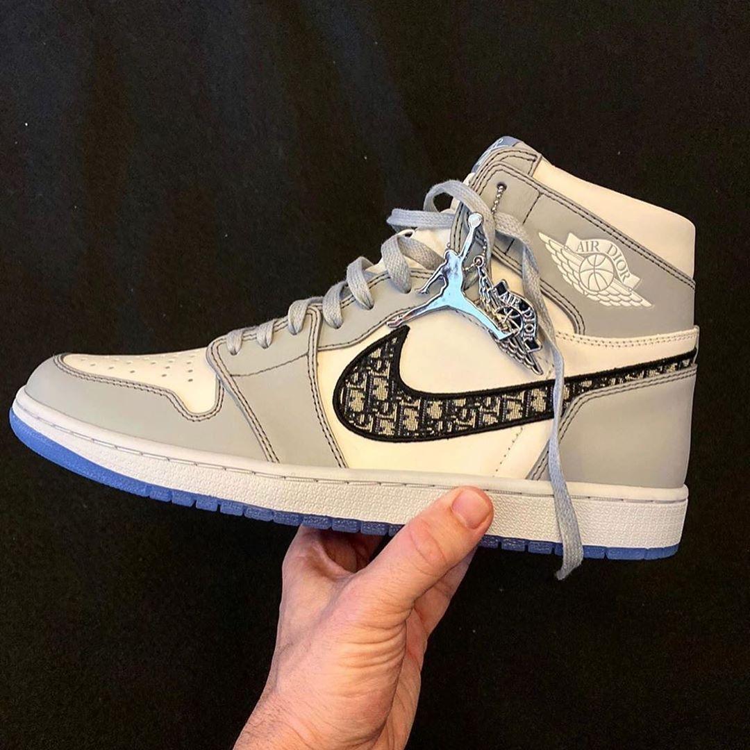 chaussure-AJ1-Dior-travis-scott